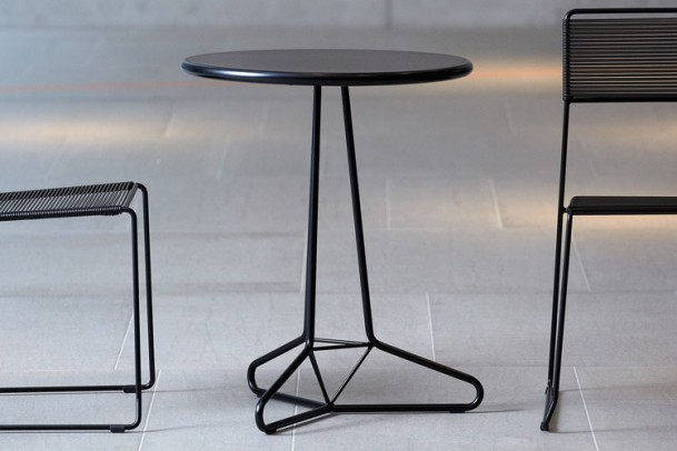 Tisch Tria